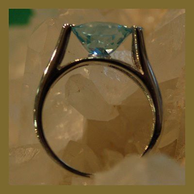 Ring with facet pollished stone